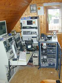 HF/VHF/UHF-Pactor-Packet-WX_APRS Station